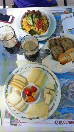 Hotel Bellevue: Lunch, cheese plate, Veggie Spätzle, and Bier    - Bellevue Hotel Murren