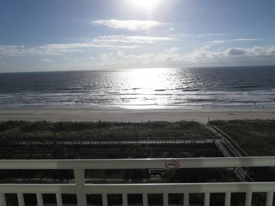Courtyard Carolina Beach Oceanfront: Sunrise view from higher rooms