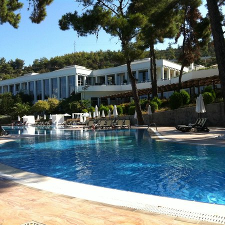 Rixos Premium Bodrum: Hotel Main Block taken from the Pool