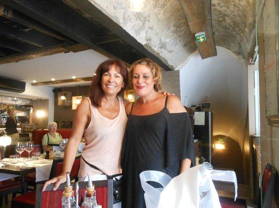 L'Arche Saleya: Julie (à gauche) et Karine