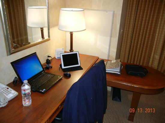 Holiday Inn Express El Dorado Hills Hotel : Get Some Work Done