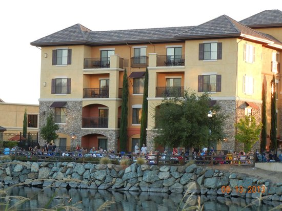 Holiday Inn Express El Dorado Hills Hotel: Balconies with a view