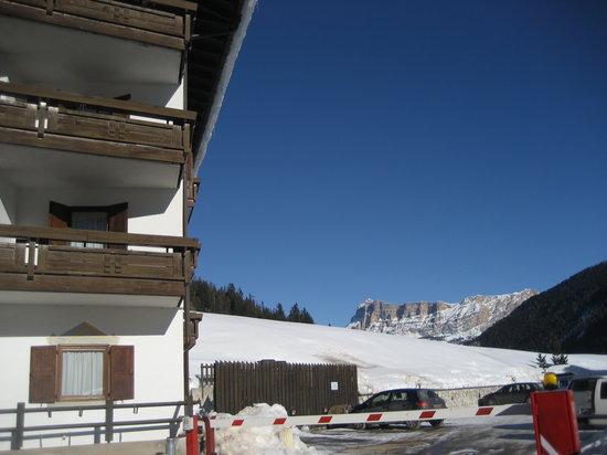 Hotel Miramonti Corvara: Vista sulle montagne