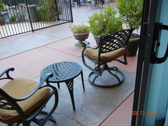 Holiday Inn Express El Dorado Hills Hotel: Somewhere to relax with a book