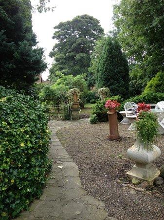 Mount Royale Hotel & Spa: Garden
