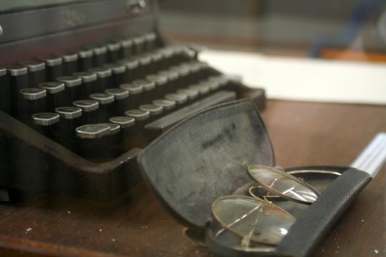 Hotel Ambos Mundos: Hemmingway's Typewriter & Glasses