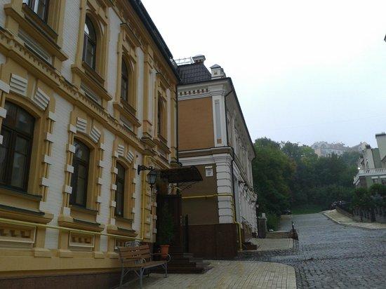 Gonchar Hotel: The entrance