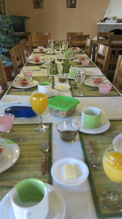 Casa Verde B&B: breakfast table