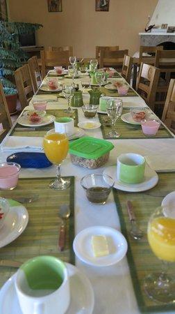 Casa Verde B&B : breakfast table