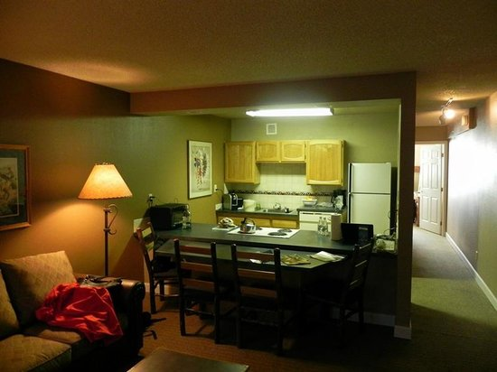 Legacy Vacation Resorts Steamboat Springs Suites: Kitchen Area