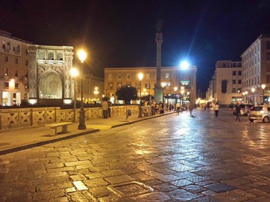 Colonna di Sant'Oronzo: piazza sant'oronzo