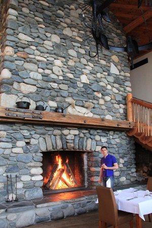 Fiordland Lodge : Fire place