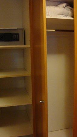 Hotel Fron : Closet