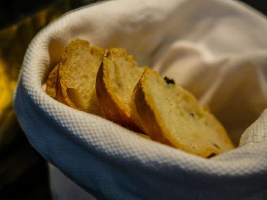 Fusion Bar & Restaurant: Fresh Bread at our dinner table