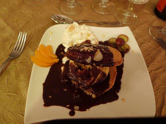 le carrousel: Macaroon / chewy meringue - yummy
