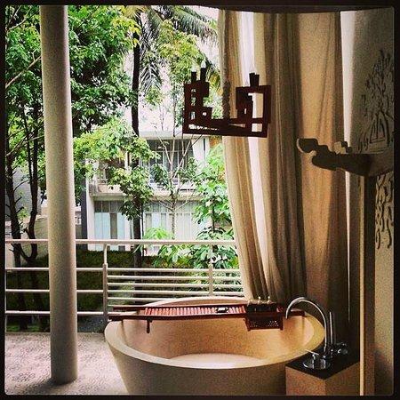 SALA Phuket Resort and Spa: Baño Terraza