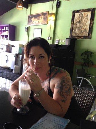 de Bali Cafe and Resto : Best VANILLA Milkshake Ever