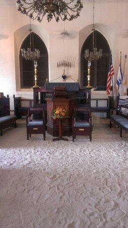 Beracha Veshalom Vegimulth Hasidim Synagogue : August 19,2013
