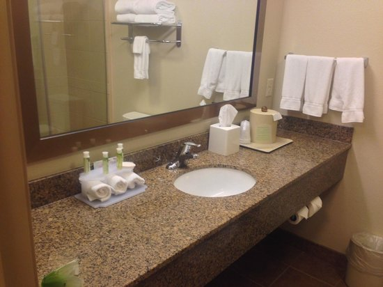 Holiday Inn Express Hotel & Suites Sioux Falls Southwest: it would be nice to have two sinks