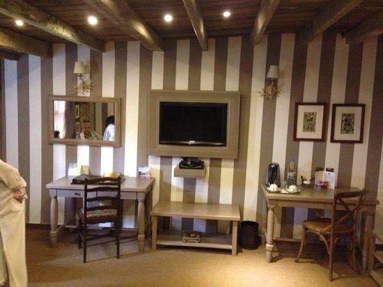Assaha Hotel: Belgium Room 405