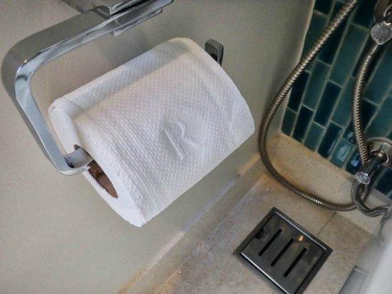Renaissance Phuket Resort & Spa: 'R' Toilet Paper