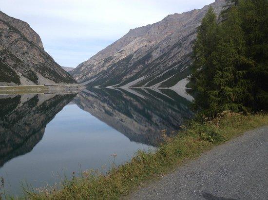 Ristoro Val Alpisella: Passeggiata lungolago
