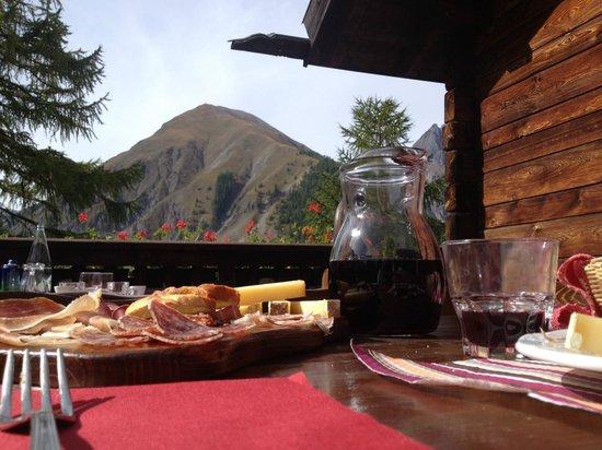 Ristoro Val Alpisella: Salumi, formaggi, vino e montagne...