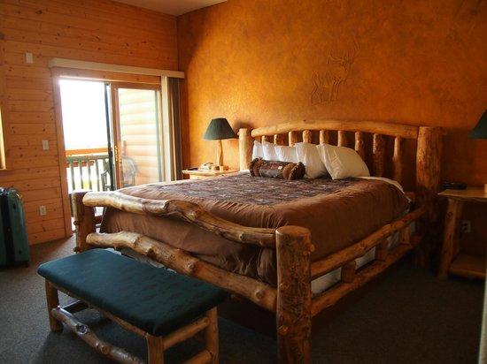 Gateway Inn: Flintstones bed.  :)  Very comfortable.