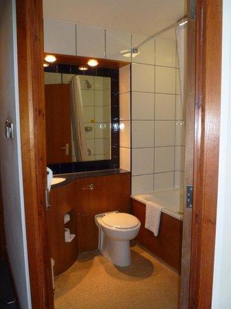 Premier Inn London Heathrow Airport (M4/J4) Hotel: Bathroom