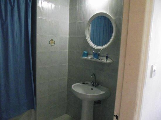 Mandalena ApartHotel: Bathroom
