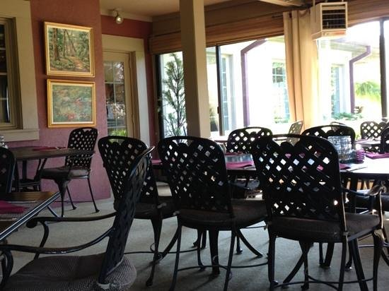 Harvest Grill: enclosed porch seating