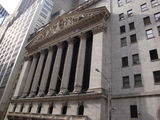 New York Stock Exchange: 最近ではめずらしい星条旗のない証券取引所