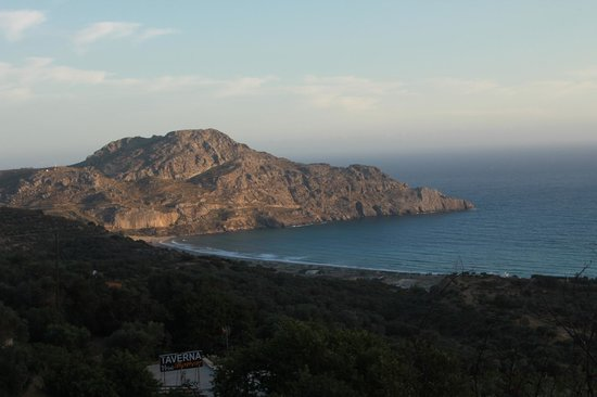 Youth Hostel Rethymno: Plakias...tavern...prepare to eat more...the scenery is majestic!