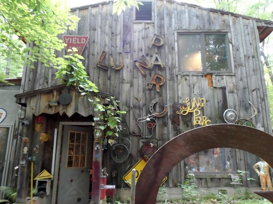 Luna Parc : when a barn becomes a womb