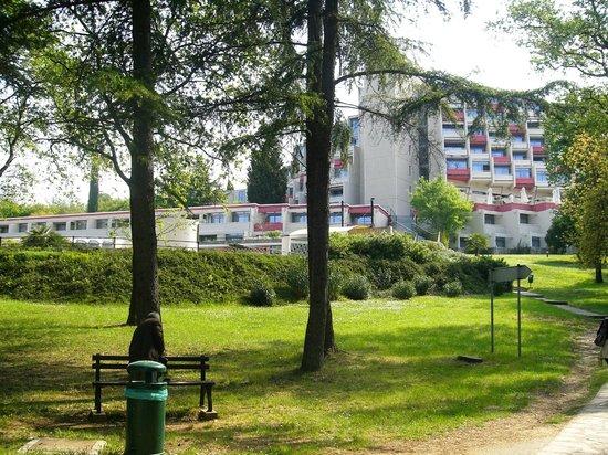 Valamar Crystal Hotel : vista dal giardino