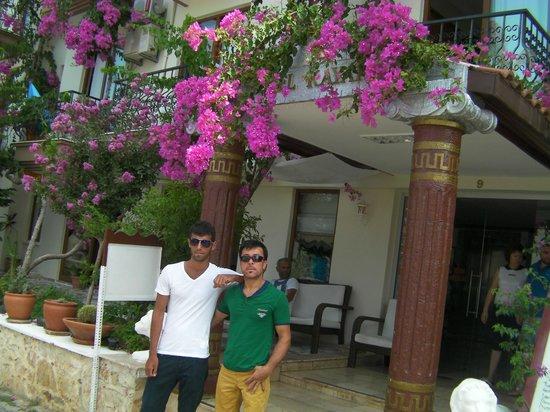 Hotel Kayahan: Kayahan Hotel Önü