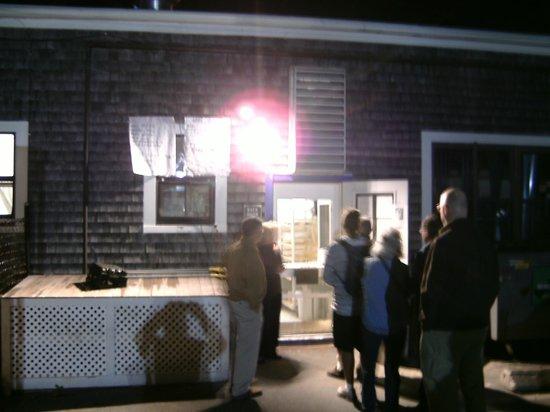 Back Door Donuts : Line at the Back Door