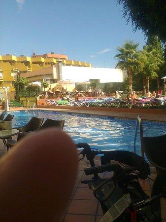 Roc Hotel Flamingo : pool area