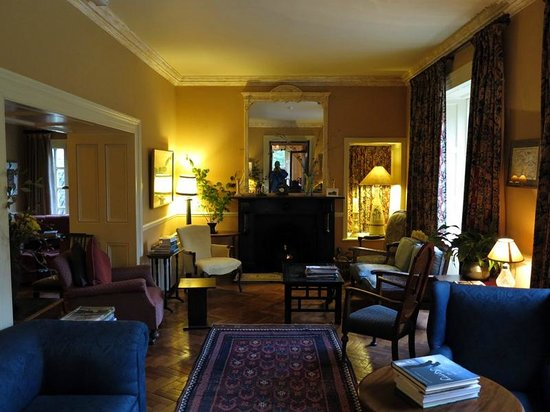 Shelburne Lodge : Drawing room - snuggle up and read a good book