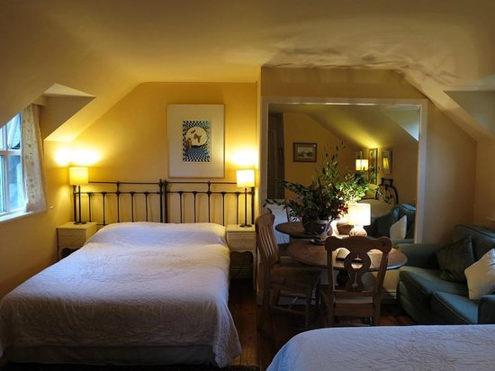 Shelburne Lodge: Our Room - cozy