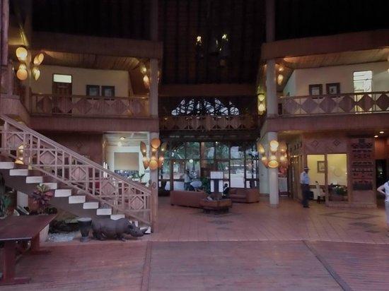 Cresta Mowana Safari Resort and Spa: Lobby WiFi area