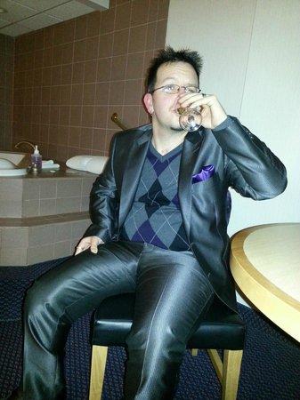 Ramada Plaza Prince George: Drinking free champagne.