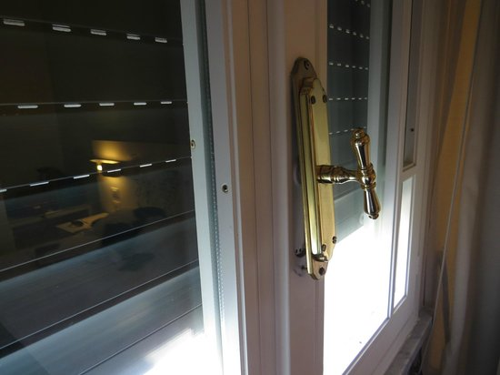 Hotel Residence Esplanade: Window latch