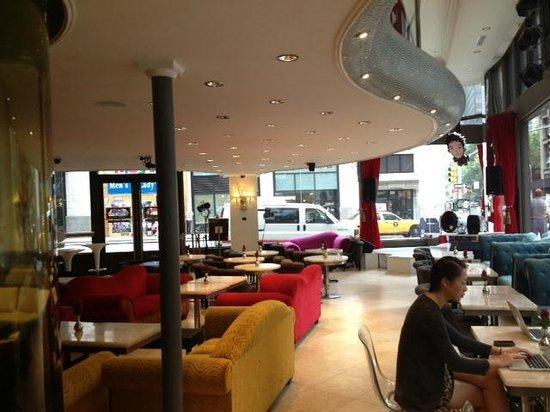 Flatiron Hotel : The nightclub in the lobby