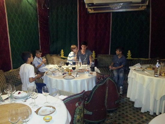 Darna Moroccan Restaurant : the childrens table :)