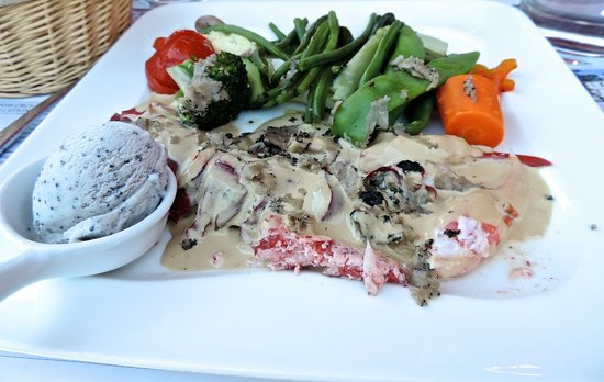 Restaurant Le Savoie : Lobster with truffle sauce and Ice cream