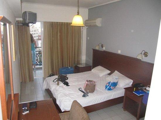 Apollo Hotel: Habitación.