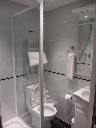 Best Western Chiswick Palace & Suites: Immaculate bathroom