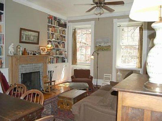 Jones Street Guesthouse: Duplex Living Room