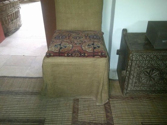 Sack cloth furniture with musty smell - Picture of Il